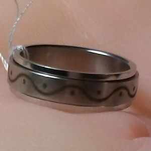 Other - MEN'S STAINLESS WAVE/DOTS SPINNER RING, SIZE 13